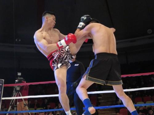 67㎏級一回戦 ムンフオド(左)VSオンゴンバートル